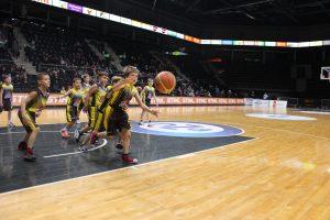 Vaidučio Maziliausko berniukų (2006 m. g.) krepšinio komanda žaidė Šiaulių arenoje