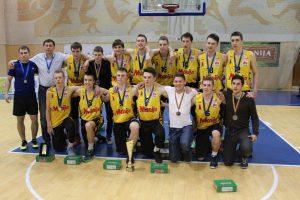 """Krepšinio akademijos """"Saulė"""" vaikinai pasipuošė sidarbo medaliais"""
