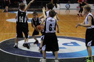 """Krepšinio akademijos """"Saulė"""" berniukų (2006 m. g.) komanda"""