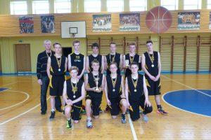 """Krepšinio akademijos """"Saulė"""" vaikinų (1999 m.) komanda su III-ios vietos taure"""